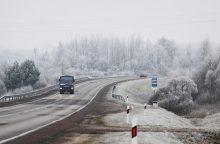 Kelininkai įspėja: rajoniniuose keliuose tebėra slidžių ruožų