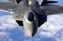 NATO naikintuvai lydėjo tris rusų karinius lėktuvus