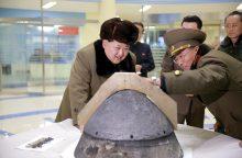 Šiaurės Korėja nesėkmingai mėgino paleisti naują raketą