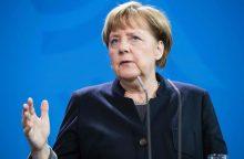 A. Merkel: išgalvota žinia apie karius rodo, kad reikia būti budriems