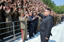 Šiaurės Korėja rodo galią: vėl paleido raketą