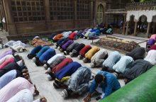 Musulmonai rengiasi ramadano pabaigai