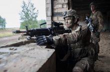 Palygino Lietuvos ir Latvijos kariuomenes: kuri atrodo geriau?