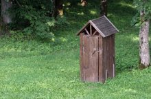 Lietuvai – raginimas greičiau panaikinti lauko tualetus