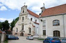 Premjeras atmeta kritiką dėl vienuolyno perdavimo pranciškonams