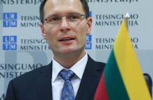 Ministras: antstolių pajamos atpiginus skolų išieškojimą mažės 16–40 proc.