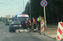 BMW ir medikų automobilio avarija: nukentėjusieji išvežti į Klinikas