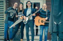 Muzikos grupę subūrę vaikų rašytojai: gali būti, kad esame vieninteliai pasaulyje