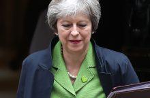 """Th. May ragina Konservatorių partiją susivienyti prieš """"Brexit"""""""