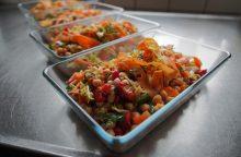 Trys šventinės mišrainės ir salotos, kurioms paruošti nereikės nė 15 minučių