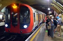 Londono metro traukiniuose – A. Šimkaus eilėraštis