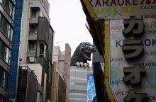 Tokijo centre atidengtas paminklas legendiniam monstrui Godzillai