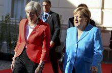 """A. Merkel: Britanija vis dar nežino, ko nori iš derybų dėl """"Brexit"""""""