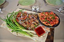 Žinomi virtuvės šefai dalinasi receptais naujametiniam stalui