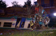 Italijoje traukiniui įsirėžus į Lietuvoje registruotą sunkvežimį žuvo du žmonės