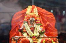 """Būdamas 111 metų mirė """"vaikštančiu dievu"""" vadinamas Indijos religinis lyderis"""