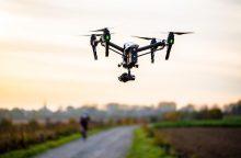 Populiarėjančios dronų lenktynės – jaunųjų mokslininkų kalvė