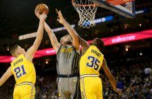 Puikiai dėl kamuolių kovojęs D. Sabonis įstrigo NBA čempionų gynybos gniaužtuose