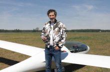 S. Uždavinys: sklandytuvas – tai toks lėktuvas, kuris nuolat krenta