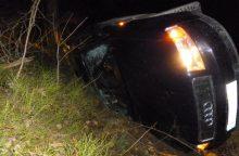 Kelmės rajone nuo kelio nuvažiavo neblaivaus vairuotojo automobilis