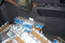 Pareigūnams nesustojusiame automobilyje – per 60 tūkst. pakelių cigarečių