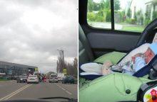 Per avariją Šilainiuose nukentėjo iš vaiko kėdutės iškritęs kūdikis
