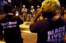 JAV raginama atlyginti už afroamerikiečiams padarytas skriaudas