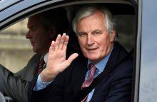 """M. Barnieriui uždegta žalia šviesa pradėti """"Brexit"""""""