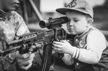 Emocinis pasaulis: berniukams ugdomas kario mentalitetas?