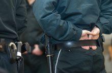Į psichiatrinę gabenama neblaivi moteris įkando policininkui