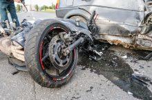 """Alytaus rajone """"Renault"""" ir motociklininko susidūrimas baigėsi tragiškai"""