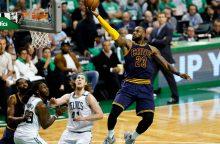 """L. Jamesas aplenkė M. Jordaną ir dar kartą ištempė """"Cavs"""" į NBA superfinalą"""