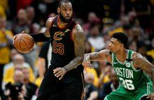 """Karaliaus magija – LeBronas pasiekė rekordą ir išlygino seriją su """"Celtics"""""""