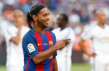 Didis futbolo talentas Ronaldinho baigia karjerą