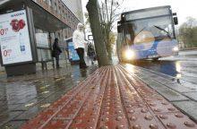 Autobusų stotelėse – dėmesys neįgaliesiems