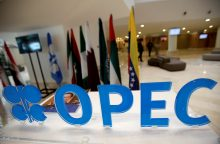 OPEC šalys pirmąkart per 8 metus sutarė mažinti naftos gavybos apimtis