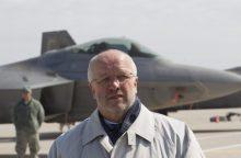 NATO ministrai tarsis dėl tarptautinių batalionų Baltijos šalyse