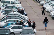 Ragina nepasirašinėti fiktyvių automobilių pirkimo sutarčių