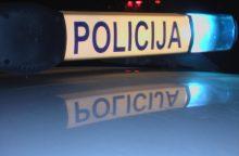 Nuo policijos sprukęs automobilis apsivertė
