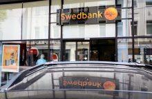 """""""Swedbank"""" ketina įsipareigoti neriboti konkurencijos"""
