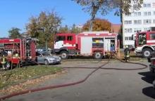 Per gaisrą Vilniuje vyrui teko lipti į kaimynų balkoną