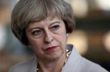 Britų premjerė pasitraukimą iš ES nori inicijuoti be balsavimo parlamente