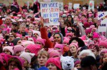 Tūkstančiai moterų protestuoja prieš D. Trumpą