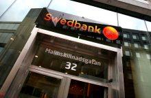 """Švedijos žiniasklaida: """"Swedbank"""" įtariamas didžiulio masto pinigų plovimu"""
