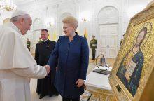 Apžvalga: svarbiausios popiežiaus dovanos lietuviams