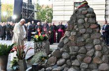 Popiežius sostinėje pagerbė nacių ir sovietų aukas