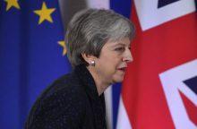"""Th. May ragins savo šalies parlamentarus paremti """"Brexito"""" susitarimą"""