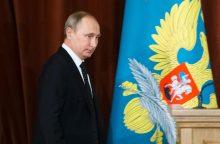 V. Putinas: nedalyvausime ginklavimosi varžybose su NATO