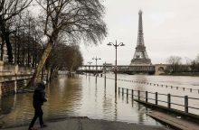 Dėl patvinusios Senos Paryžiuje stabdomas traukinių eismas