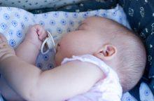 Vilniečiai girtavo šalia karščiavusio kūdikio